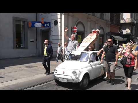 I commercianti di Piazza Foroni manifestano sotto il Comune di Torino