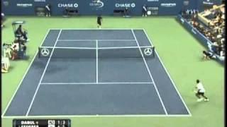 Thumb Tenis: Roger Federer en el US Open tiro entre las piernas (Gran Willy) vs Brian Dabul