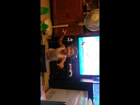 Dandrae rocking out to Hi5