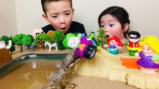 Alligator Mud Pit Pretend Play for Kids | Famous Charactor Toys Slide Down Hot Wheels Tracks
