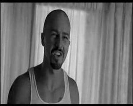 Expulsion, extrait de American History X (1998)