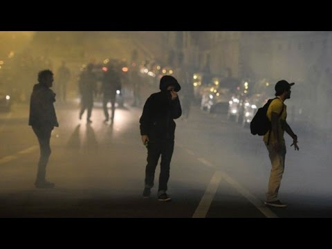 France labour reforms: Protests as goverment pushes through bill