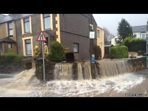 Flood alerts as heavy rain and wind batter England