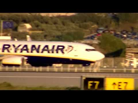 Plane spotting:Avion:Ryanair,Air France,Tunisair,Air Algerie....A l'aeroport Marseille Provence