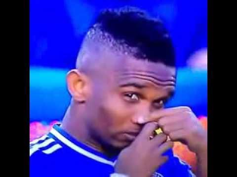Eto'o funny moment before the match Chelsea-Tottenham. Reazione spettacolare dopo la pozione