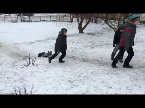 Дети говорят: так безопаснее, чем на санках)))