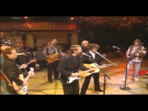 """Bob Dylan, George Harrison, Tom Petty, Eric Clapton, Neil Young e Roger McGuinn cantano e suonano """"My Back Pages"""" a New York nell'ottobre del 1992 in occasione della festa per il trentesimo..."""