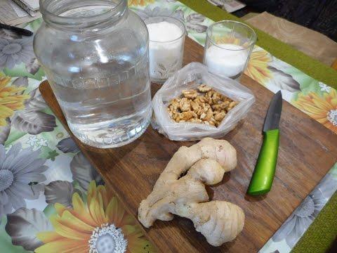 Домашний напиток на основе водки, имбиря и орехов. Рецепт, который поражает своим вкусом.