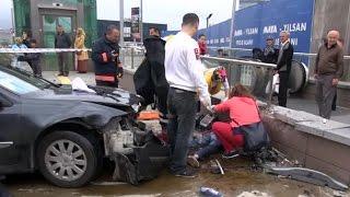 Dikkatsiz Sürücü, Metro Yolcularını Ezdi
