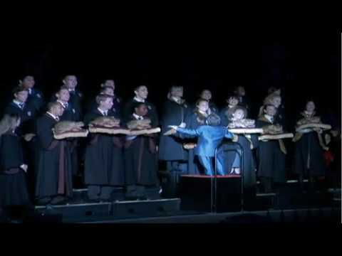 Warwick Davis conducts Hogwarts Frog Choir at Wizarding World of Harry Potter opening event