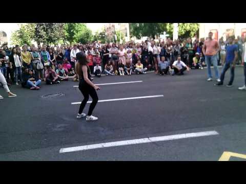 EgoR против девушки батл танец