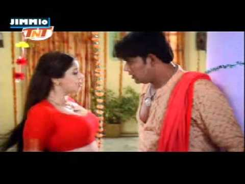 Hot Nagma's Dhak Dhak Song video