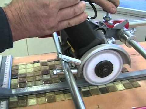 Couper la mosaique de verre avec une d coupeuse lectrique for Couper carrelage meuleuse
