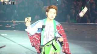 121208 SHINee World 2 - Cute Onew moment