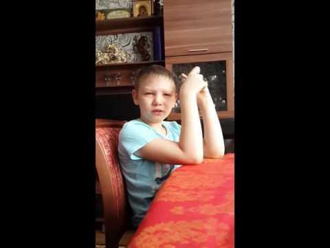 Ютуб мальчик учить стих