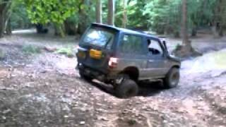 Mitsubishi Pajero - Steep Reverse Hill Climb - No Diff Locks - Fourmarks