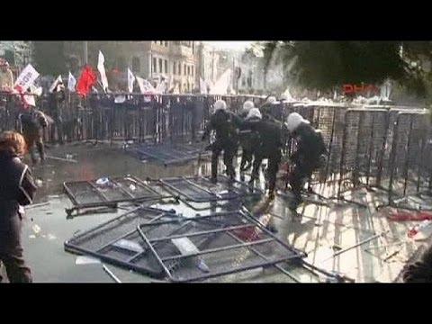 Manifestation contre la corruption et le gouvernement Erdogan en Turquie