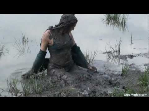 Venora covers herself in mud