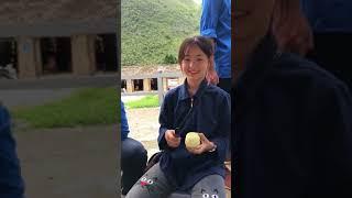 Clip mới Cô bé bán lê (Sinh Vương)ở Hà Giang cực xinh đẹp nổi nhất cộng đồng mạng 2 ngày nay