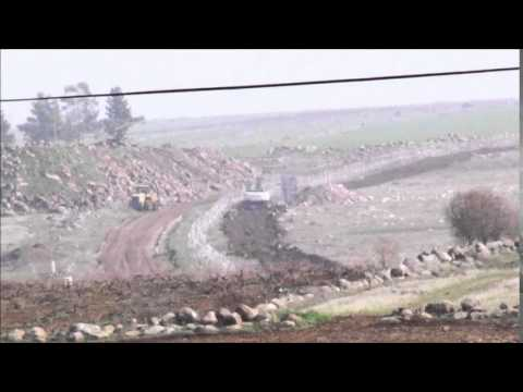 Turkey digs trenches at border against ISIL