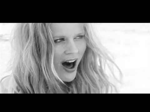 Ilse Delange - Beautiful Distraction