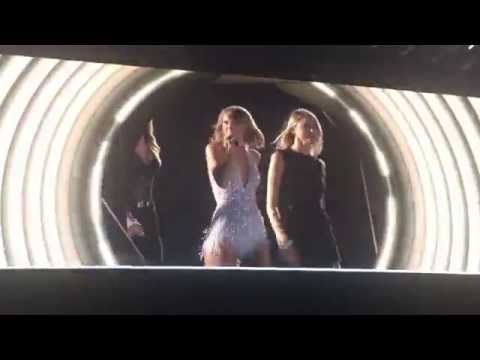 Style - Taylor Swift - Ford Field - Detroit, Michigan