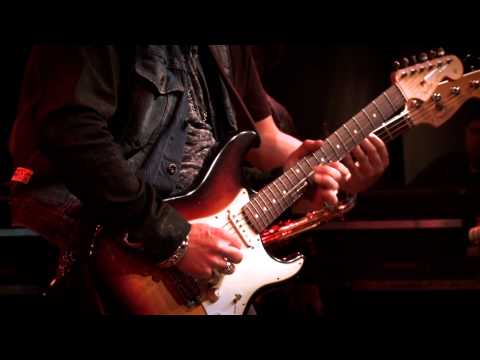 Warren Haynes with Brad Whitford + Joe Bonamassa -- Guitar Center's King of the Blues 2011