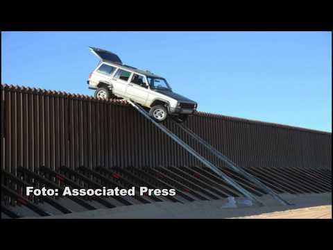 CAMIONETA ATASCADA EN LA FRONTERA USA - MEXICO