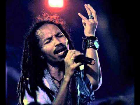 Ipang - Ada Yang Hilang New (ost Realita Cinta Dan Rock N Roll) video