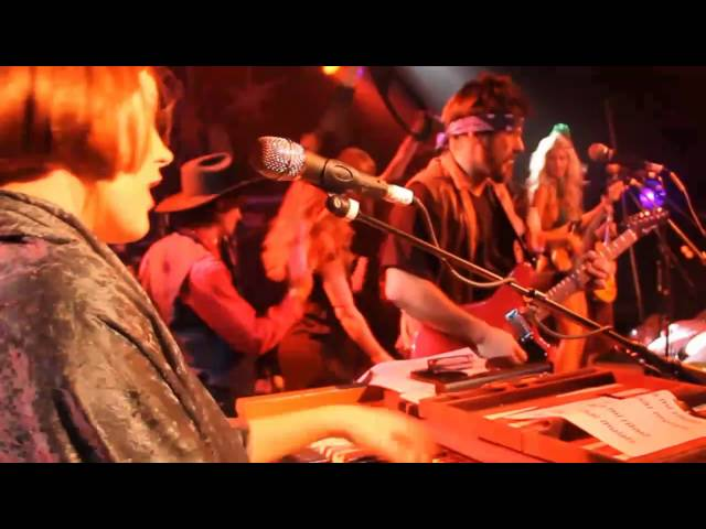 "Grace Potter & the Nocturnals - ""Oye Como Va"" (Big Lebowski NYE 2011)"