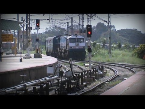 Majestic S-Curve arrival!! KJM WDP-4 Malgudi Express snakes its way into Bangalore City Junction