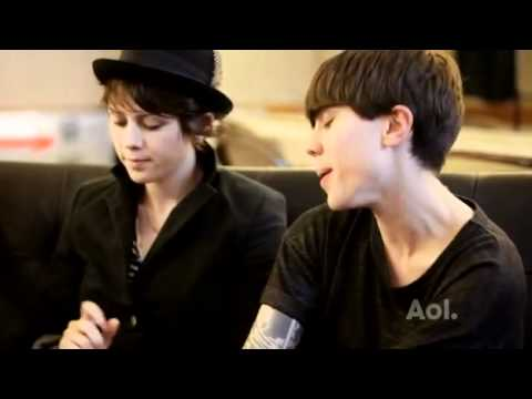 1/2 Tegan and Sara & Hayley Williams - Interview Spinner