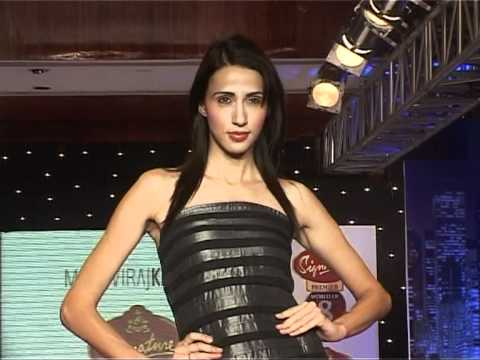 Bollywood World - Super Hot Models Walk The Ramp - Bollywood Fashion Videos