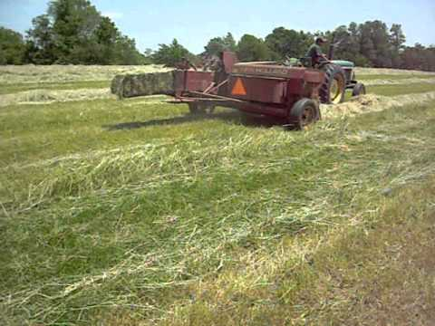 square baling hay with a new holland 273