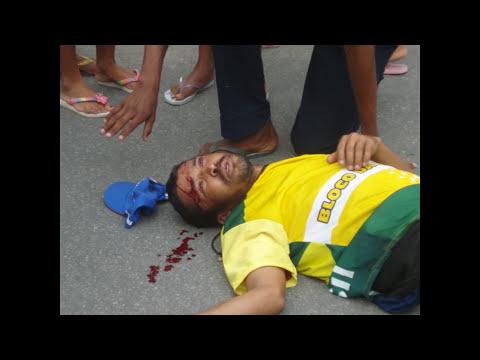 Bêbado atropelado recebendo atendimento do SAMU