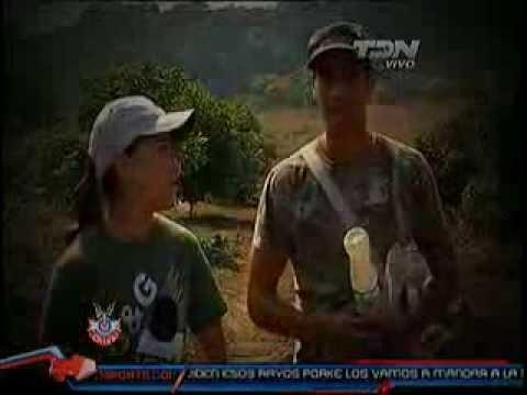 Parte 2 del reportaje de Chapis con Pato Araujo y el cultivo de flores. Zona Chiva TDN, 22 Marzo 11