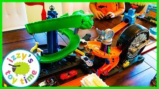 Cars for Kids! Hot Wheels City Cobra Crush and Spider Park! Fun Toy Cars for Kids!