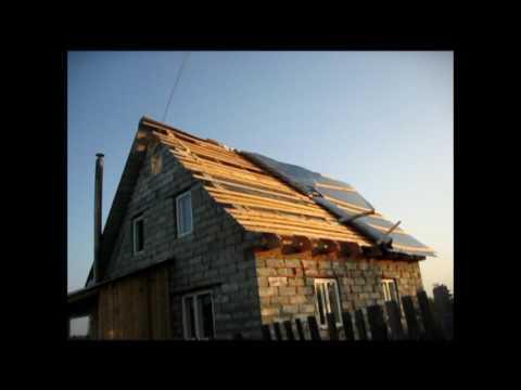 Последствия урагана//Сорвало крышу на доме