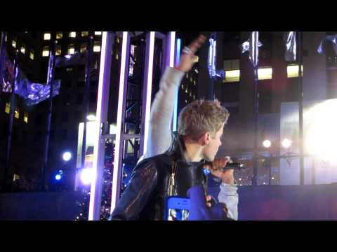 Justin Bieber & Busta Rhymes perform Drummer Boy at Christmas in Rockefeller Center