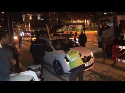 Sirkeci'de Tramvay Yoluna Araç Girdi