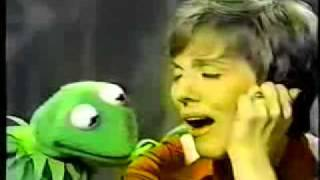 Kermit and Julie Andrews sings Being Green