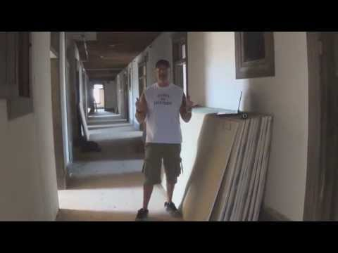 Dystopia Helmey & Jen explore the haunted Goldfield Hotel Part I