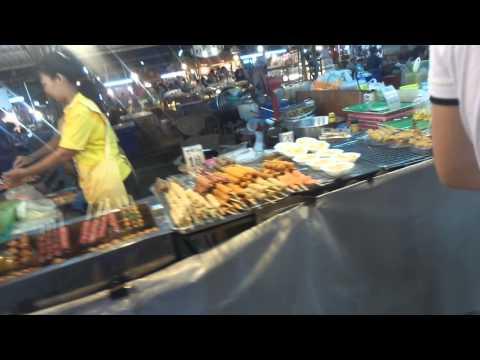Ночной рынок в Паттайя,много экзотической еды / Night market in Pattaya, a lot of exotic food