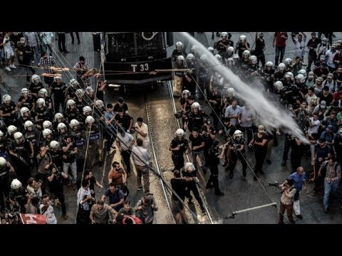 Turkey police fire teargas, rubber bullets to break up protest