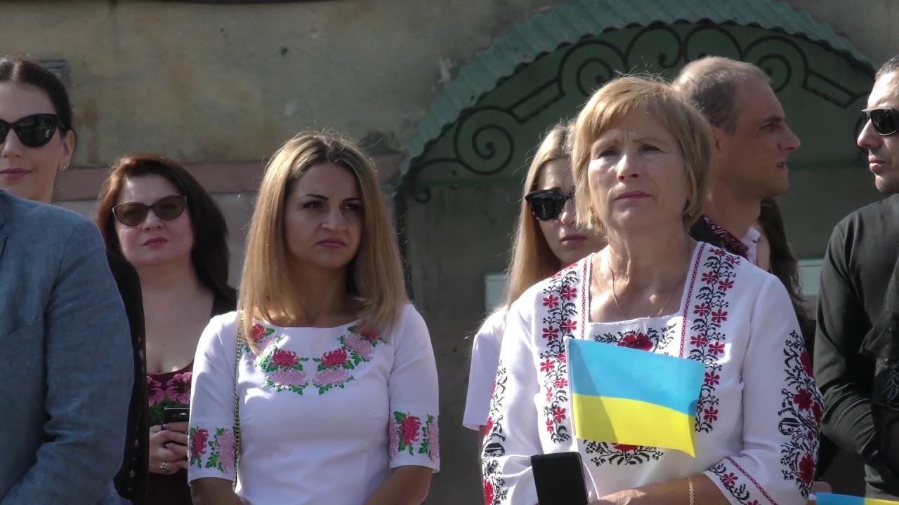 Калушанка вразила акапельним виконанням Гімну України на площі Героїв