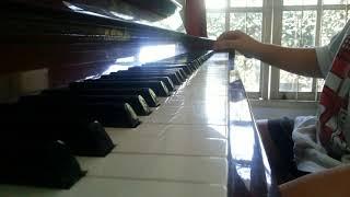 Anak  kecil  bermain  piano  you  are  my  sun  shine