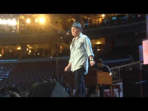 Paul Simon sound check at the DNC