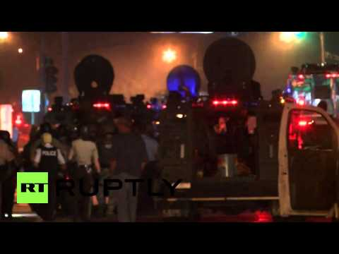 USA: Ferguson's police out in force as curfew kicks-in