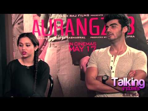 How Much Fun Sasheh Has While Singing - Arjun Kapoor