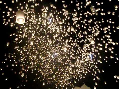 Loy Krathong Chiang Mai (at Mae Jo) - Amazing thousands of Sky Balloons released simultaneously.
